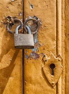 Free Padlock On Metal Door Royalty Free Stock Images - 82992409