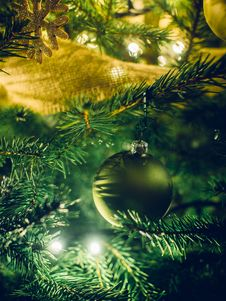 Free Ornaments On Christmas Tree Stock Images - 82992534