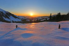 Free Sun Rising In Horizon Over Snow Coated Mountains Royalty Free Stock Images - 82992539