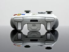 Free Gray Xbox 360 Game Controller Royalty Free Stock Image - 82992716