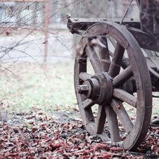 Free Brown Wooden Wheel On Land During Daytime Royalty Free Stock Images - 82993099