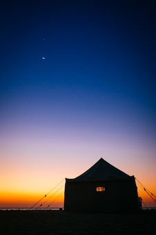 Free Camping Tent Near Sea Under Blue Sky During Sunset Stock Image - 82993241