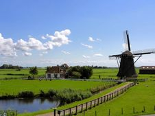 Free Windmill In Green Field Stock Images - 82993474