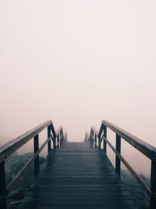 Free Wood Walkway In Fog Royalty Free Stock Image - 82994046