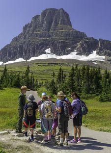 Free Ranger And Visitors At Glacier National Park Royalty Free Stock Photos - 82994098