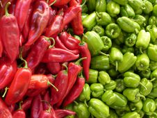 Free Red Chili Pepper Near Green Chili Pepper Royalty Free Stock Photography - 82994627