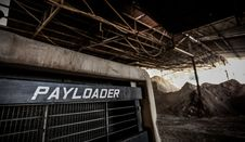 Free Black Payloader In Hanger Royalty Free Stock Photography - 82994727