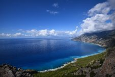 Free Blue Calm Sea Near High Rise Mountain Under Blue Sky During Daytime Stock Images - 82994934