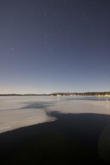 Free Beach Under Starry Sky At Night Stock Photo - 82995140