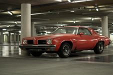 Free Muscle Car Parked In Garage Royalty Free Stock Photography - 82995447