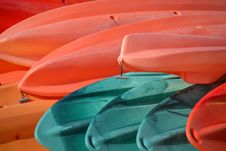 Free Red And Blue Canoes Stock Photo - 82995470