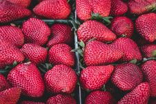 Free Red Whole Strawberries Royalty Free Stock Photo - 82996355