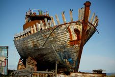 Free Gray White And Brown Wrecked Ship Stock Images - 82996744
