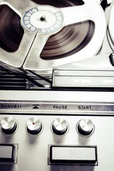 Free Close Photo Of Vinytl Record Player Royalty Free Stock Images - 82997759