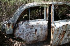 Free VINTAGE CAR WRECKAGE Royalty Free Stock Photos - 832008