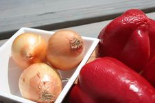 Free Onions And Paprica Royalty Free Stock Photo - 837365
