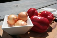 Free Onions And Paprica Royalty Free Stock Images - 837429