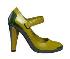 Free Yellow Shoe Royalty Free Stock Photo - 8300145