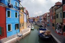 Free Canal On Burano Royalty Free Stock Photos - 8303288