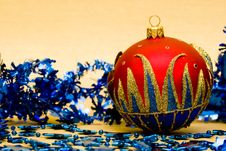 Free Red Christmas Ball Stock Photography - 8308152