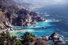 Free Rocky Bay Along Coastline Stock Photography - 83009152