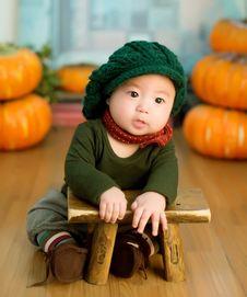 Free Asian Child Leaning On Stool Stock Image - 83010261