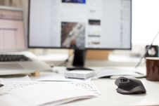 Free Shallow Focus Photography Of Black And Gray Cordless Computer Mouse Near Black Flat Screen Computer Monitor And Silver And Black L Royalty Free Stock Photography - 83011757