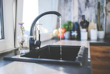Free Water Flows From The Tap To Sink Stock Photography - 83012032