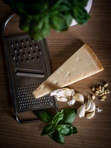 Free Pesto Ingredients On Woo Royalty Free Stock Images - 83012819