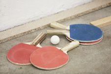 Free Ping Pong Ball And Paddles Royalty Free Stock Photography - 83013247