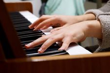 Free Piano Player Royalty Free Stock Photography - 83013267