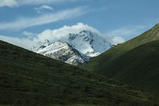 Free Snow Capped Peaks Over Valley Royalty Free Stock Images - 83013849