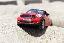 Free Black And Red Mini Cooper Scale Model Royalty Free Stock Image - 83013886