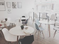 Free Modern Cafe Royalty Free Stock Photography - 83014217