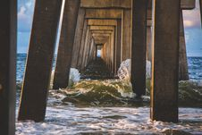 Free Waves Breaking Under Pier Royalty Free Stock Photography - 83014527