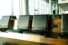Free Brown Wooden Frame Black Leather Cushion Bench Royalty Free Stock Images - 83015259