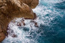 Free Sea Waves At Bottom Of Cliff  Stock Photos - 83015543