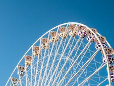 Free Ferris Wheel Against Blue Skies Stock Photo - 83015840