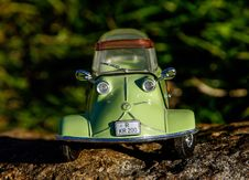 Free Green And Gray Miniature Car Toy Stock Photo - 83016160