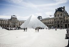 Free The Louvre Museum Stock Image - 83016771