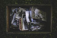Free Old Photos In The Wooden Box Stock Photos - 83017233