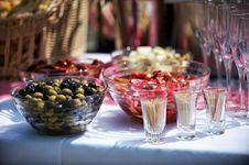 Free Glass Bowl On White Cloth Stock Photo - 83017520