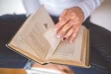 Free Girl Thumbs Through The Old Book Royalty Free Stock Photography - 83017607