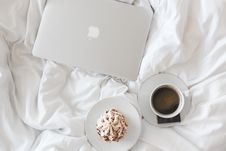 Free Laptop Computer And Coffee On Bed Royalty Free Stock Photos - 83017608