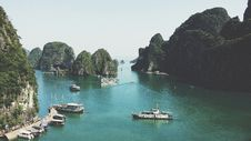 Free Boats In Harbor Of Halong, Vietnam Royalty Free Stock Photography - 83017727
