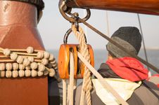 Free Brown Rope On A Pulley Stock Images - 83017774