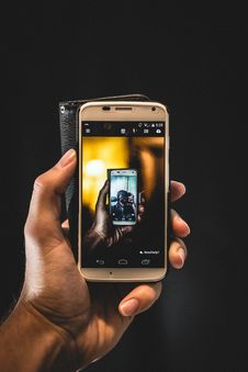 Free Hand Holding Smartphone Stock Image - 83018061