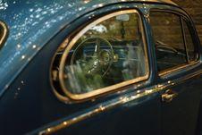 Free Blue Volkswagen Beetle Stock Photography - 83018472