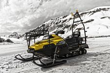 Free Yellow And Black Snowmobile Stock Photos - 83018553