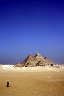 Free Grey Concrete Pyramids On The Middle Of The Dessert During Daytime Stock Images - 83019474